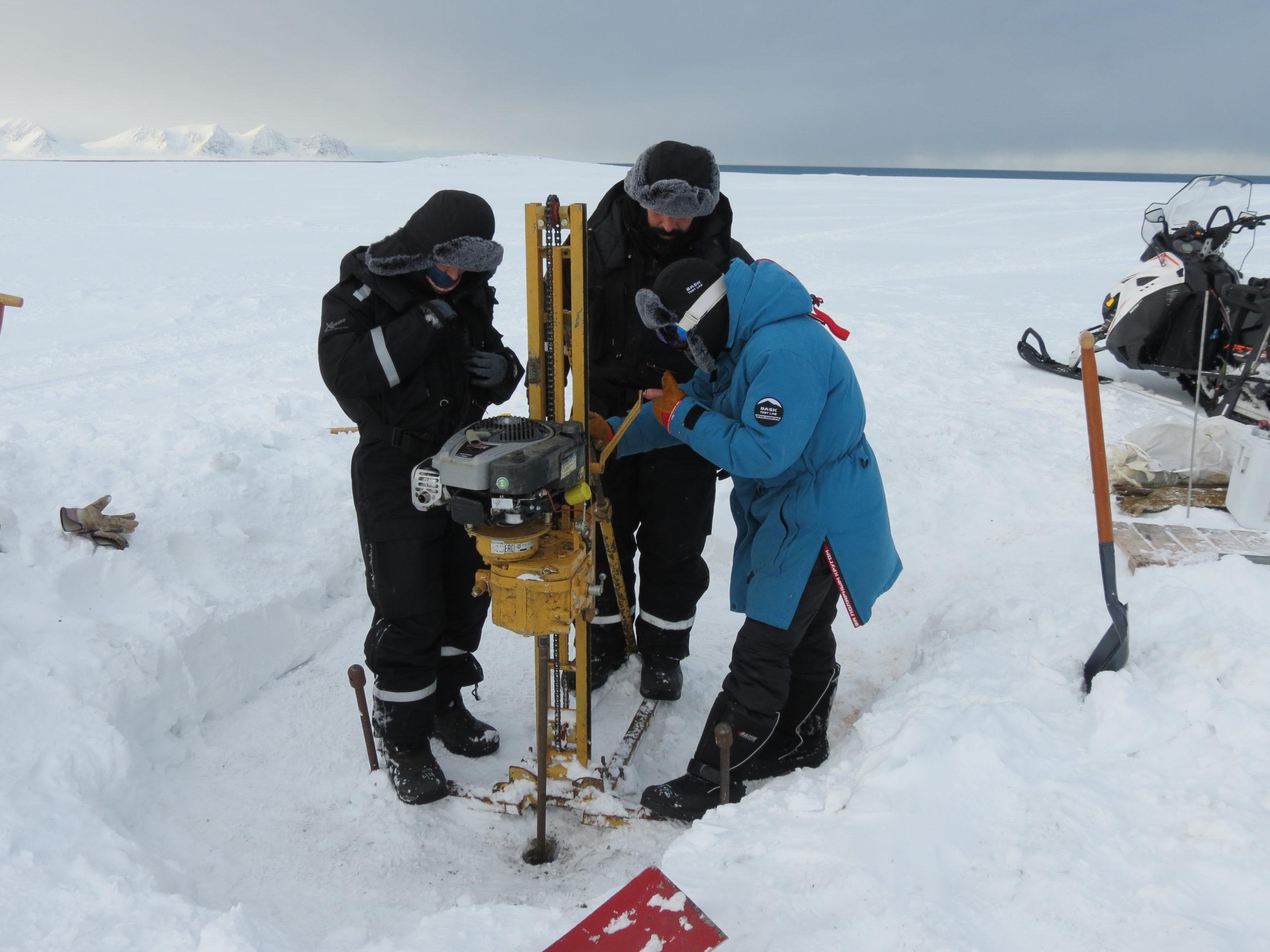 Karen Lloyd, Donato Giovannelli, and Andrey Abramov drilling permafrost